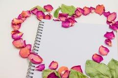 Svart anteckningsbok Anteckningsbok för mall för förälskelsebegrepp realistisk blank faktura o för c D Fotografering för Bildbyråer