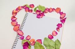 Svart anteckningsbok Anteckningsbok för mall för förälskelsebegrepp realistisk blank faktura o för c D Royaltyfri Fotografi