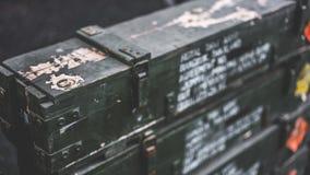 Svart ask för gammalt instrumenthjälpmedel arkivfoto