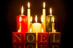 Svart bakgrund för NOEL-stearinljus Royaltyfria Bilder