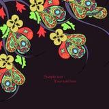Svart bakgrund med dekorativa ljusa blommor Arkivfoto