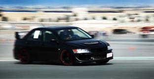 svart bilsport Arkivfoton