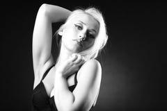 svart blond model white Arkivbilder