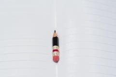 Svart blyertspenna med det rosa radergummit på ett papper Royaltyfria Foton