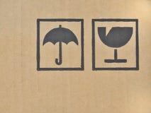 Svart bräckligt symbol på papp. Arkivfoton