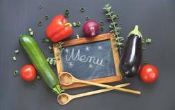Svart bräde, grönsaker, meny, sunt äta Arkivfoton