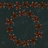 Svart brädebakgrund och krita Ändlös modellborste, rund girland med med Anise Star Seeds Ruggad vin eller sangria Coctail Royaltyfri Bild