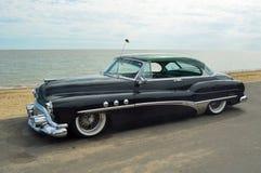 Svart Buick åtta för klassiker bil arkivfoton