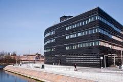 svart byggnad Arkivfoto