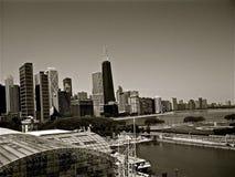 svart byggnadschicago white arkivfoton