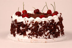 svart cakeCherryskog Fotografering för Bildbyråer