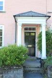 Svart dörr med den vita portiken royaltyfria foton