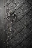 Svart dörr med nitar Royaltyfri Fotografi