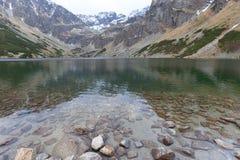 Svart damm Czarny Staw Gasienicowy, Tatra berg, Polen Royaltyfri Fotografi
