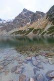 Svart damm Czarny Staw Gasienicowy, Tatra berg, Polen Royaltyfria Bilder