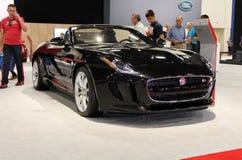 Svart elektrisk jaguar 2015 arkivfoton