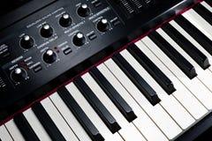 svart elfenben keys pianowhite royaltyfri bild