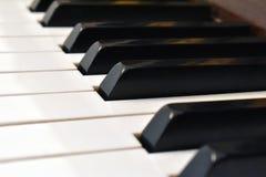 svart elfenben keys pianowhite Detaljer av pianotangentbordet fotografering för bildbyråer
