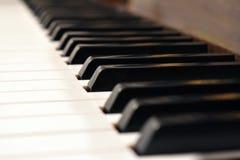 svart elfenben keys pianowhite Detaljer av pianotangentbordet arkivfoto