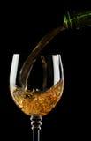 svart exponeringsglas isolerad hällande wine Fotografering för Bildbyråer