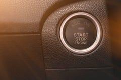 Svart färgade motorstart- och stoppknappen av medlet Fotografering för Bildbyråer