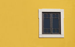 svart fönster royaltyfria bilder