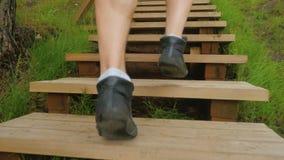 Svart för closeupultrarapid för rinnande skor video arkivfilmer