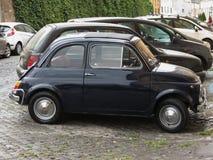 Svart Fiat 500 bil Arkivfoton