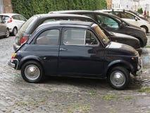 Svart Fiat 500 bil Royaltyfri Fotografi