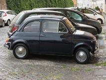 Svart Fiat 500 bil Royaltyfria Bilder