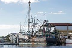 Svart fiskebåt Royaltyfri Bild