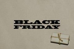 Svart fredag varm försäljning Inskriften är svarta fredag på hantverket Arkivbild