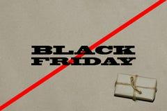Svart fredag varm försäljning Inskriften är svarta fredag på hantverket Royaltyfri Fotografi