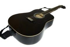 svart gitarrwhite Arkivfoto