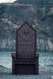 Svart gotisk biskopsstol arkivfoton