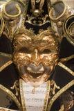 svart guldmaskering venice Royaltyfri Bild