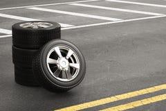 Svart gummihjul med legeringshjulet Royaltyfri Foto