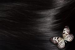 Svart hår med fjärilen Arkivbilder