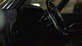 Svart inre amerikansk retro bil stock video