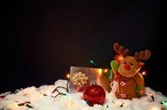 svart jul för bakgrund som fäster den bland annat banan för garnering ihop Royaltyfri Fotografi