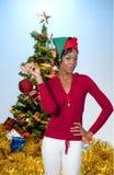svart jul som rymmer prydnadkvinnan Royaltyfri Foto