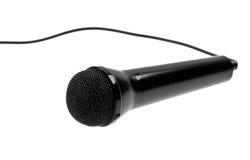 svart kabel isolerad mikrofon över white Royaltyfria Bilder
