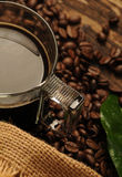 Svart kaffe i exponeringsglaset Royaltyfri Bild