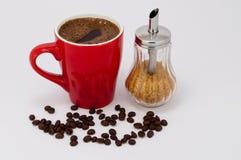 Svart kaffe med farin, morgon med svart kaffe arkivfoton