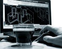 svart kaffe på formgivaren Arkivbild