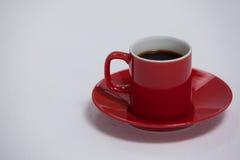 Svart kaffe som tjänas som i röd kopp Royaltyfria Foton