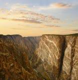 Svart kanjon av Gunnisonen på solnedgången Royaltyfria Foton