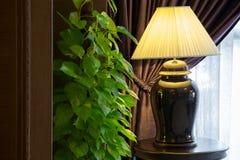 Svart keramisk lampa Arkivbilder