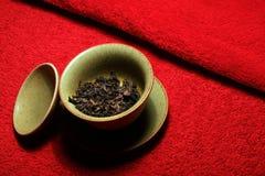 Svart kinesisk bakgrund för röd matta för te inget arkivfoton