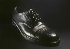 svart klassisk lädermansko Arkivbilder